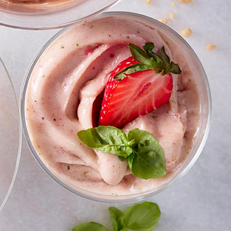 Foto Erdbeer-Nicecream mit Basilikum von WW