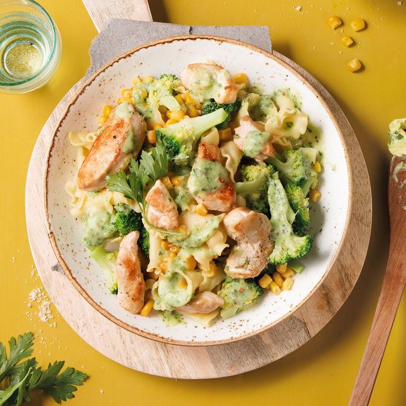 Foto Hähnchen und Finferli in grüner Broccolisauce mit Mais von WW
