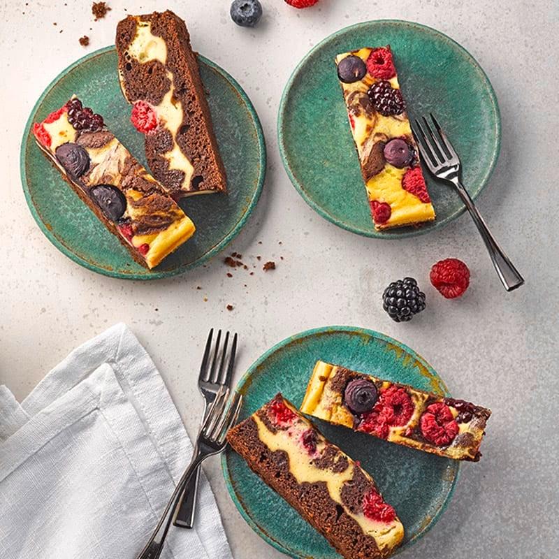 Foto Brownie-Cheesecake-Bites mit Kaffee und Beeren von WW