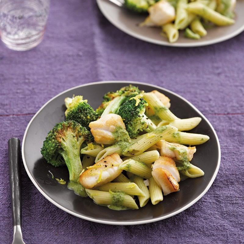 Foto Broccoli-Zitronen-Pasta mit Seelachswürfeln von WW
