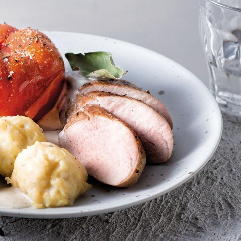 Foto Schweinefilet mit selbstgemachten Kartoffelklößen und Ofentomaten von WW