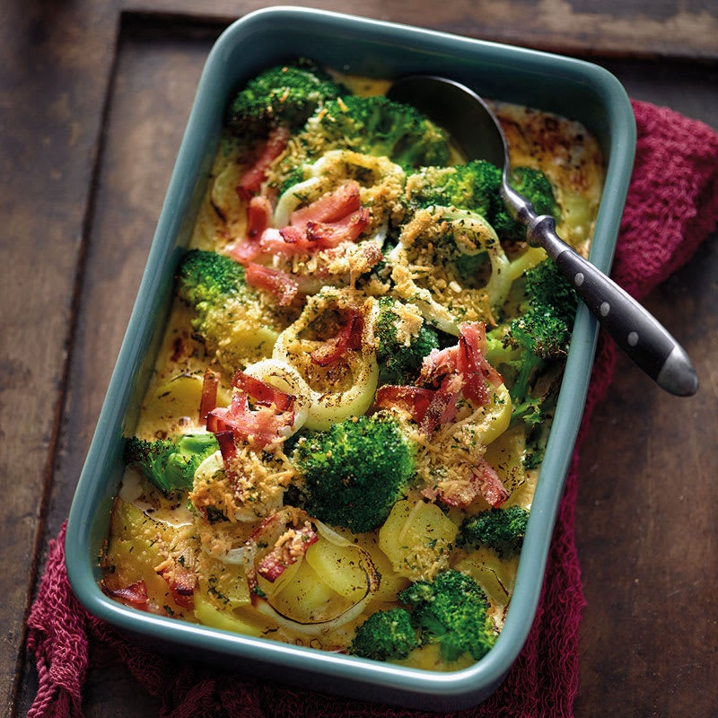Foto Kartoffel-Broccoli-Gratin mit Parmesan-Kräuter-Kruste von WW