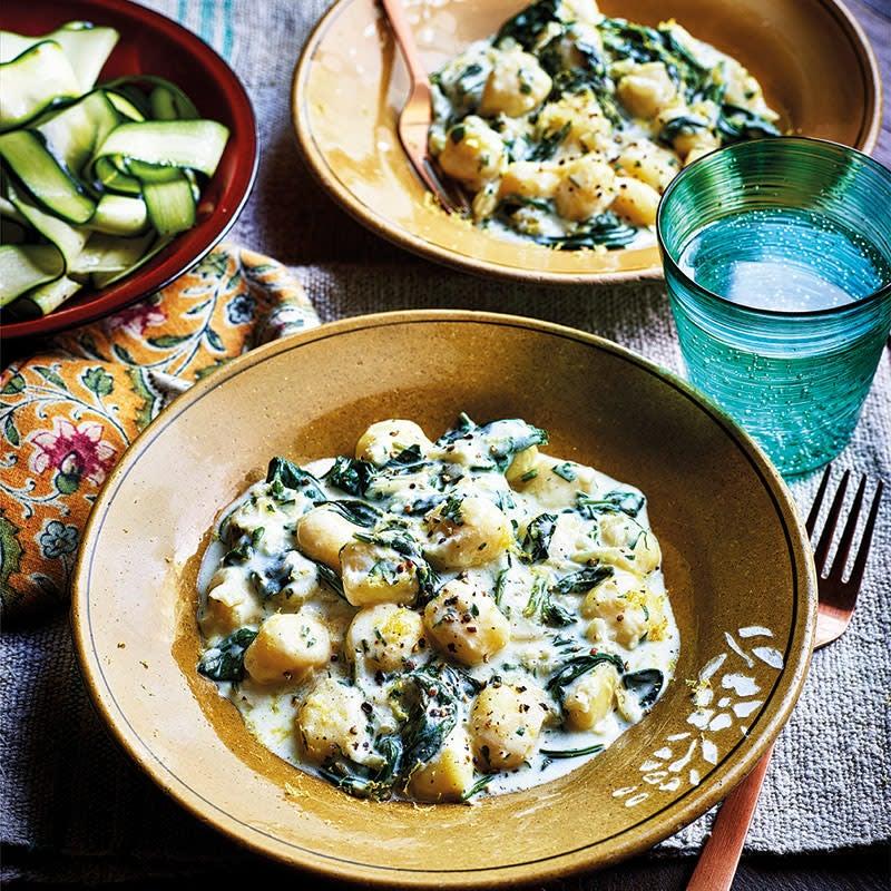 Foto Gnocchi mit Spinatsauce und Zucchinisalat von WW