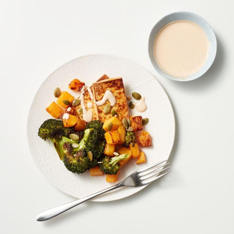 Foto Tofu, Broccoli und Butternutkürbis mit cremiger Tahini-Sauce von WW