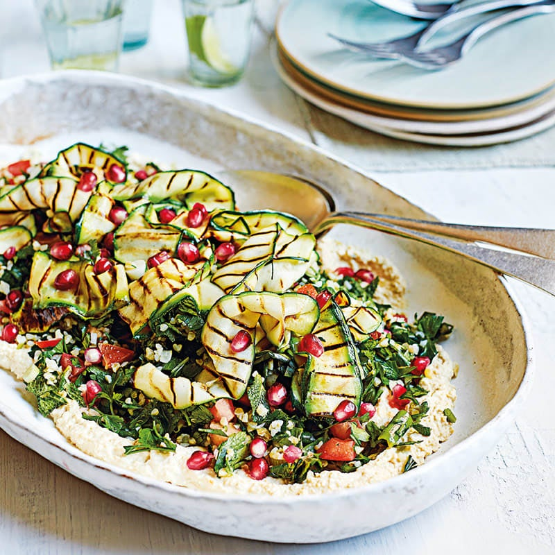 Foto Bulgur-Taboulé mit gegrillter Zucchini und Hummus von WW