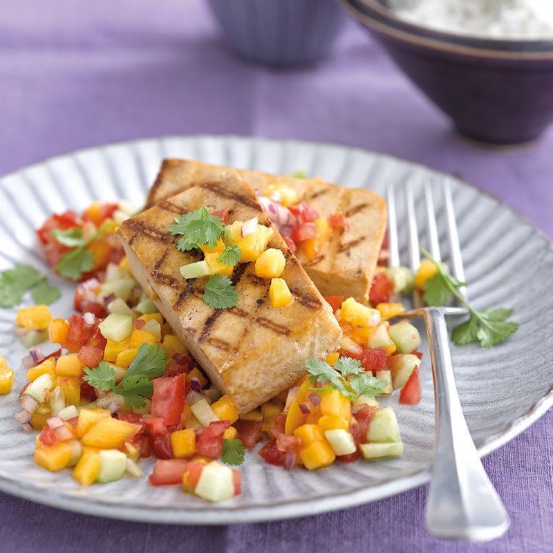 Foto Gegrillter Tofu mit fruchtiger Tomaten-Gurken-Salsa von WW