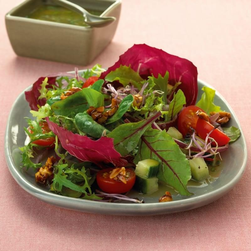 Foto Blattsalat mit Sprossen und Chilinüssen von WW