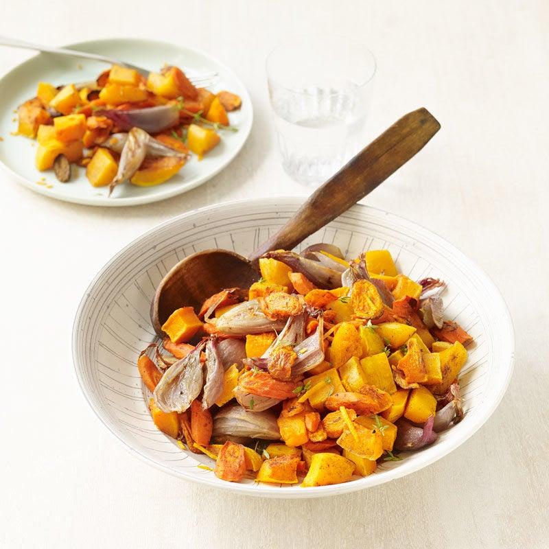Foto Gebratene Karotten und Butternutkürbis mit Schalotten und Thymian von WW