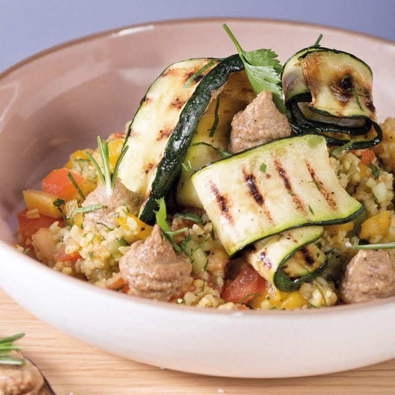 Foto Bulgur-Gemüse-Salat mit Grillzuchini und Baba Ganoush von WW