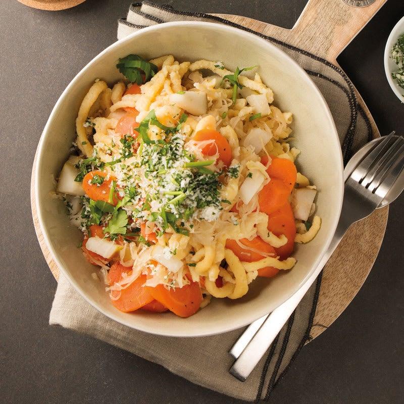 Foto Spätzle mit Karotten und Birnen-Sauerkraut von WW