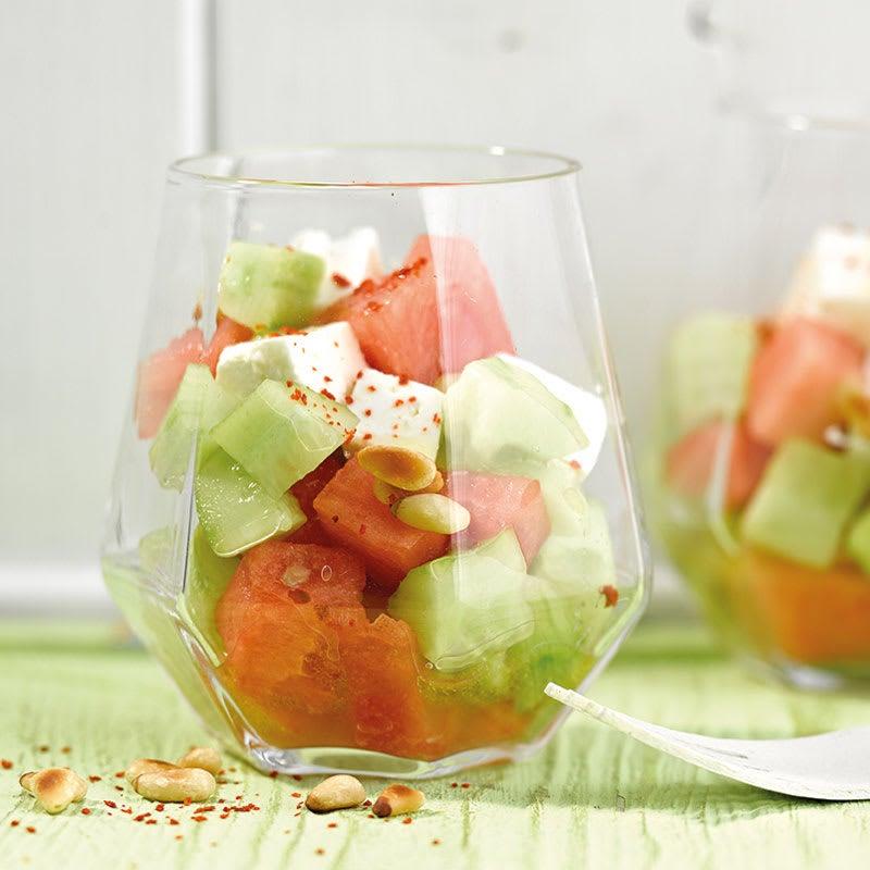 Foto Wassermelonen-Gurken-Salat mit Pinienkernen von WW