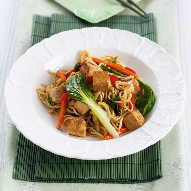 Foto Asia-Nudeln mit Tofu und Pak Choi von WW