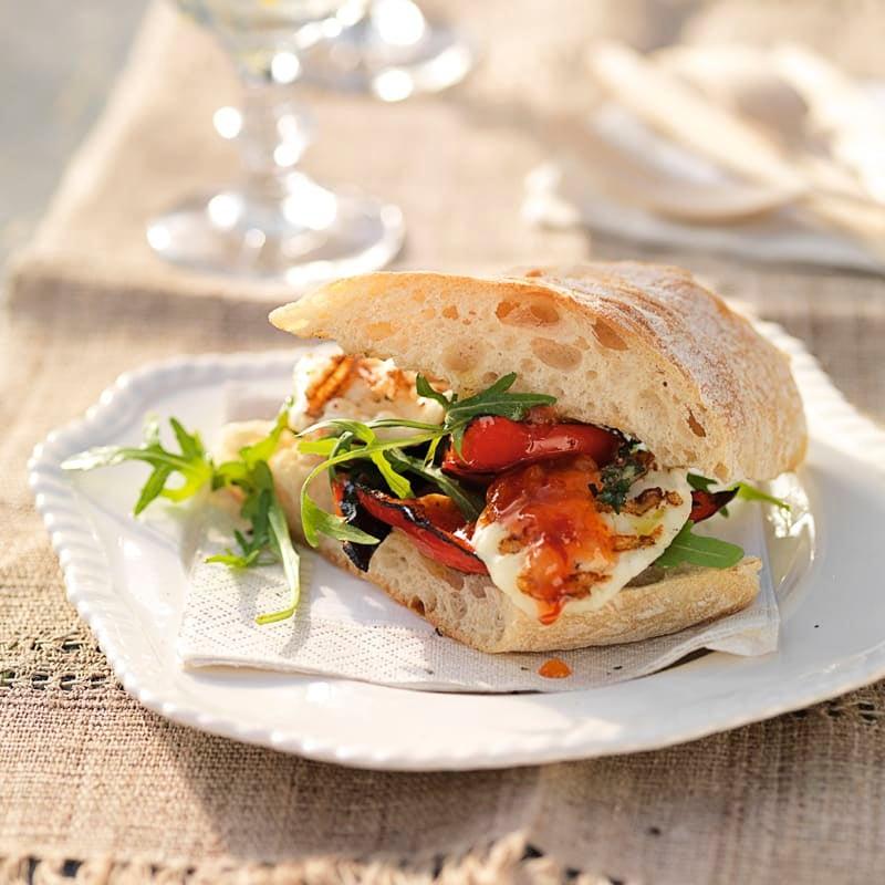 Foto Gegrillte Halloumi-Burger mit Chilisauce von WW