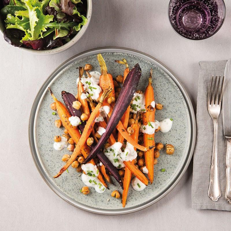 Foto Geröstete Karotten und Kichererbsen mit Zahtar und Babysalat von WW