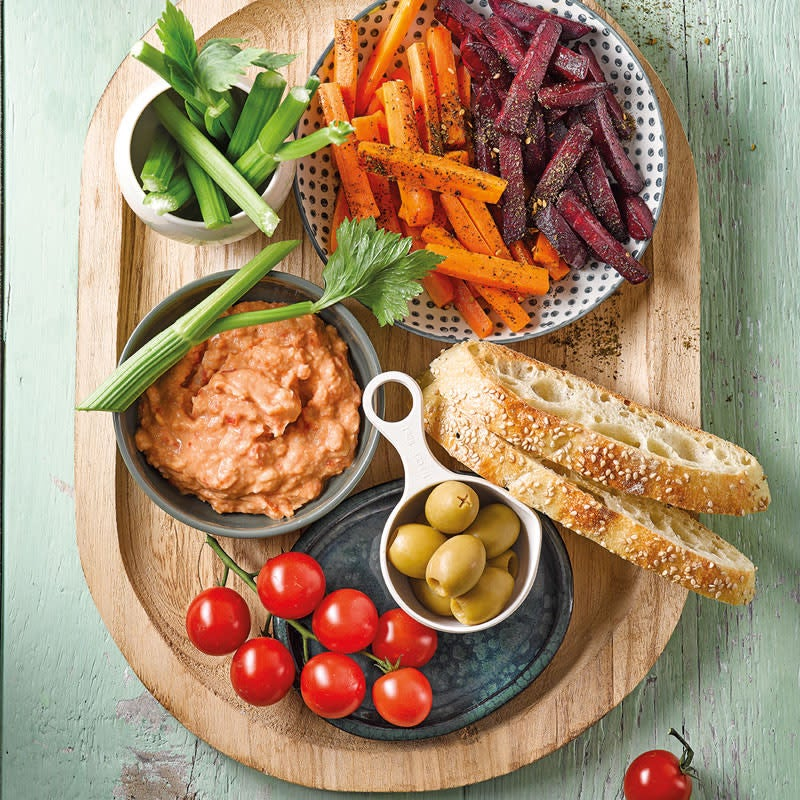 Foto Gemüse-Brot-Platte mit Paprika-Bohnen-Dip von WW