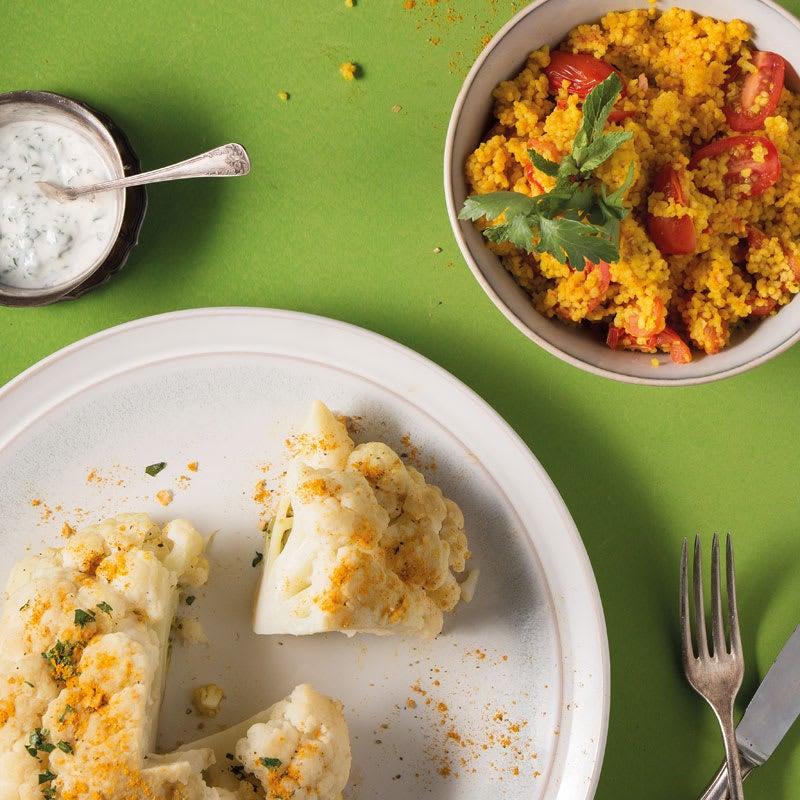Foto Blumenkohl mit Kräuterjoghurt und Tomaten-Curry-Couscous von WW