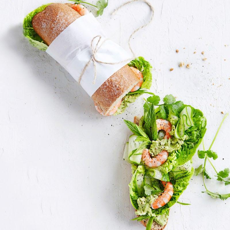 Foto Garnelenbaguette mit scharfem Avocado- und Kräutersalat von WW