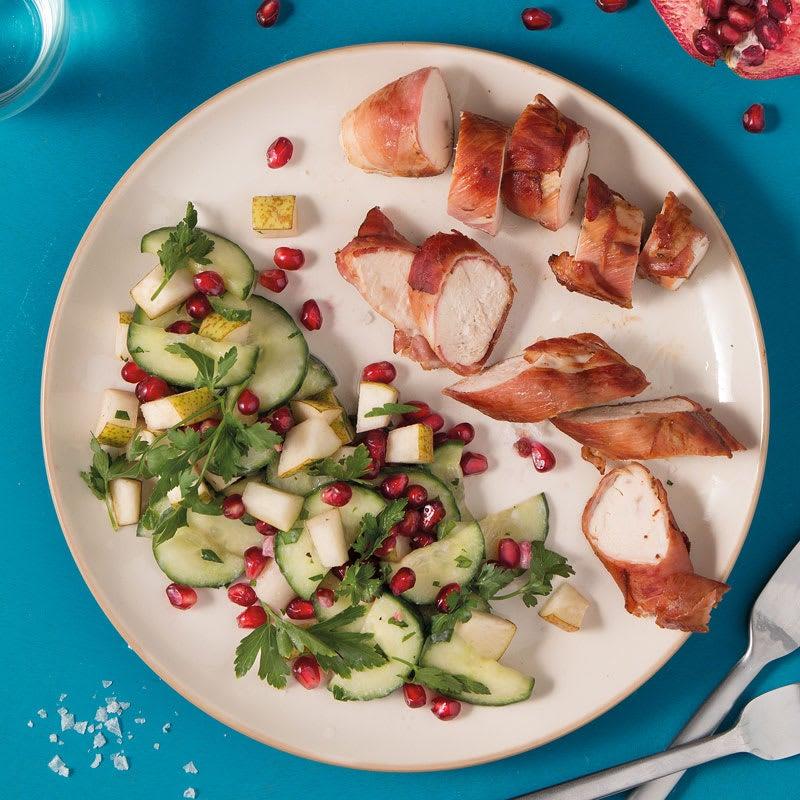 Foto Gewickeltes Hähnchen mit Granatapfel-Gurken-Salat von WW