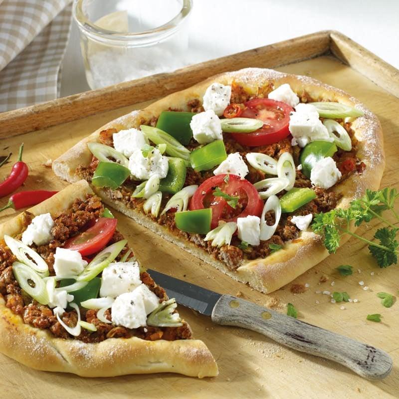 Foto Türkische Pizza mit Schafskäse von WW