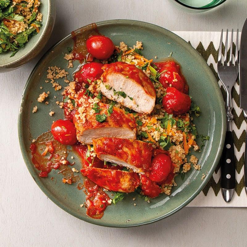 Foto Gegartes Hähnchen in Tomatensauce mit Kräutercouscous von WW