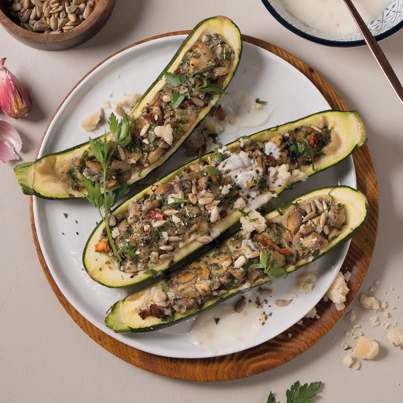 Foto Gefüllte Zucchini mit Knoblauchjoghurt und Kernen von WW