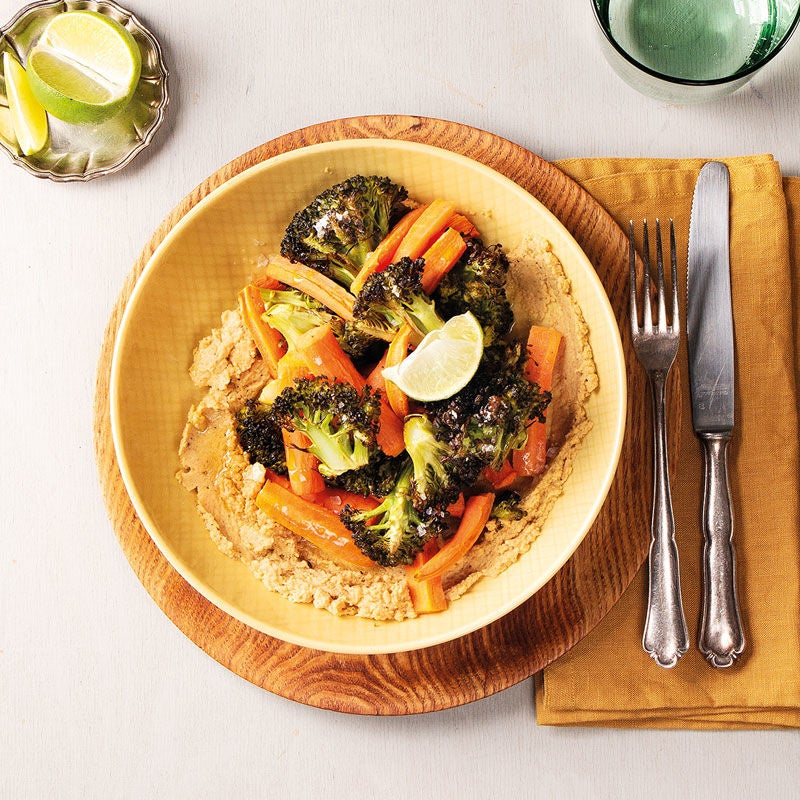 Foto Sesam-Hummus mit geröstetem Broccoli und Karotten von WW