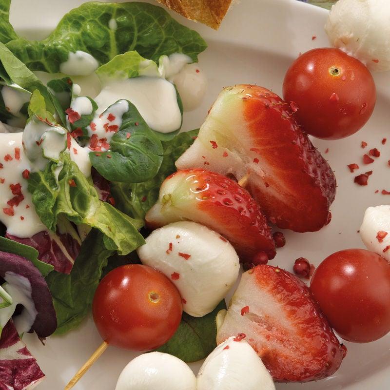 Foto Erdbeer-Mozzarella-Spieße mit rosa Pfeffer von WW