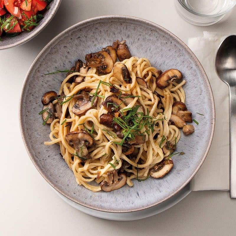 Foto Spaghetti Carbonara mit Steinchampignons und Tomatensalat von WW