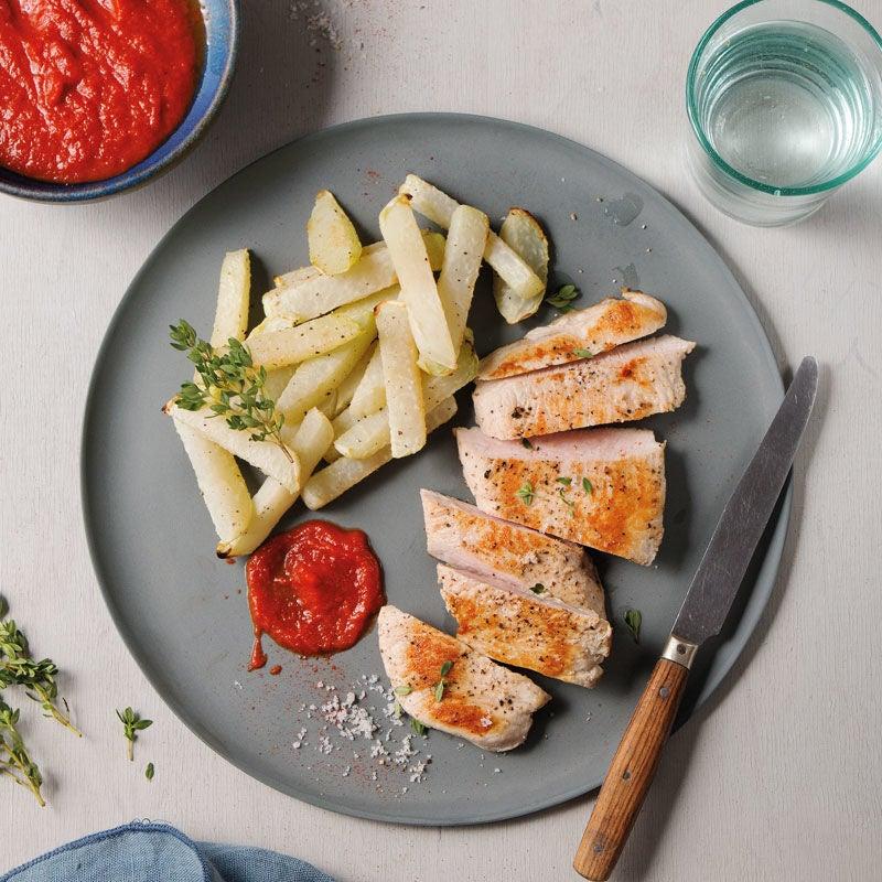 Foto Putensteaks mit Kohlrabipommes und self-made BBQ-Sauce von WW