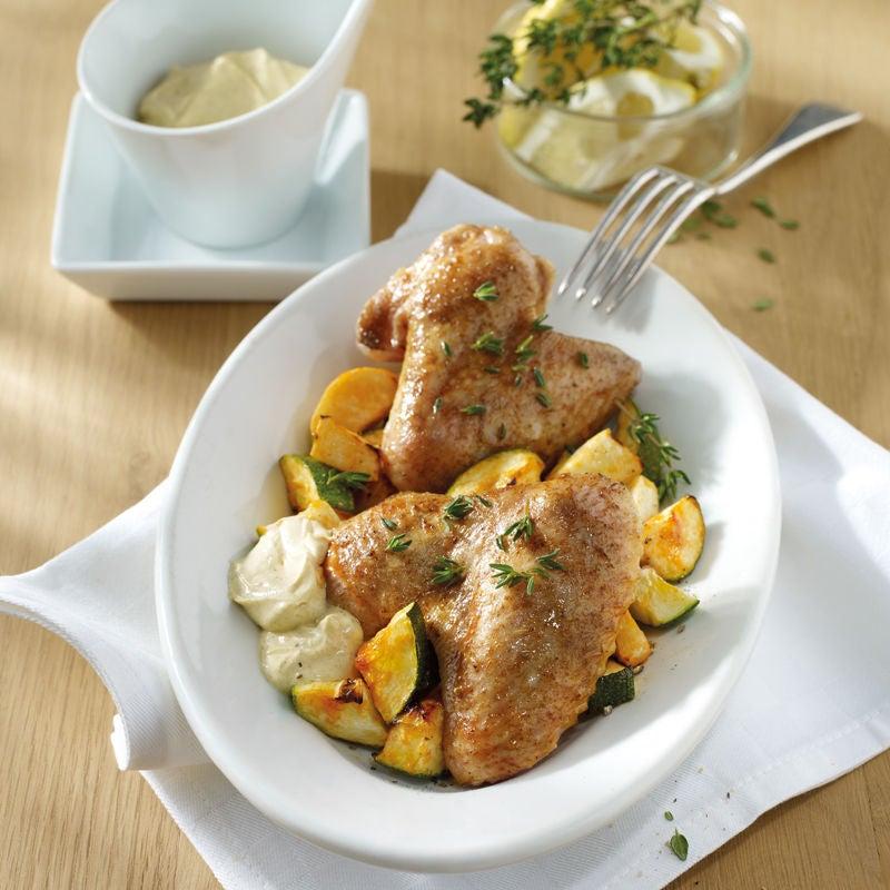 Foto Chickenwings mit Ofengemüse und Joghurt-Curry-Dip von WW