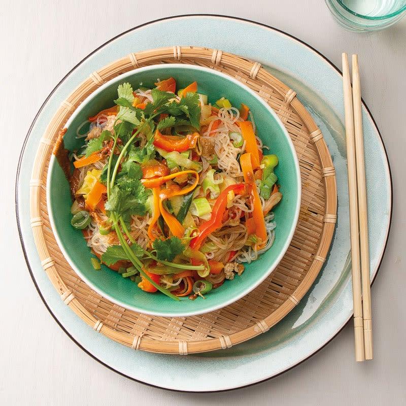 Foto Pad Thai mit buntem Gemüse und Erdnussbutter von WW