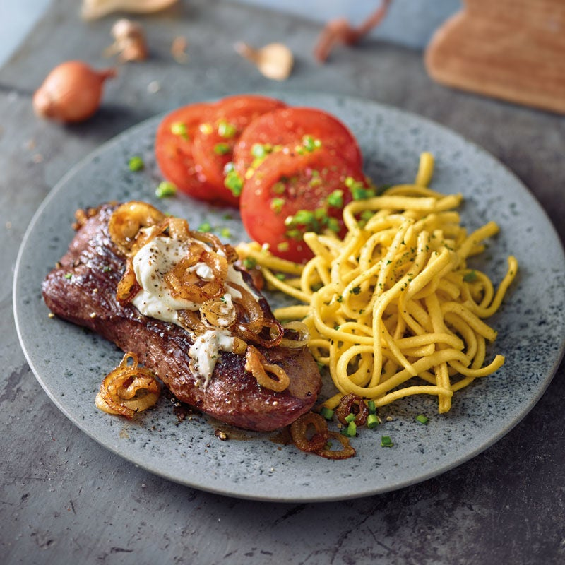 Foto Steak mit cremigen Zwiebeln und Tomatensalat von WW