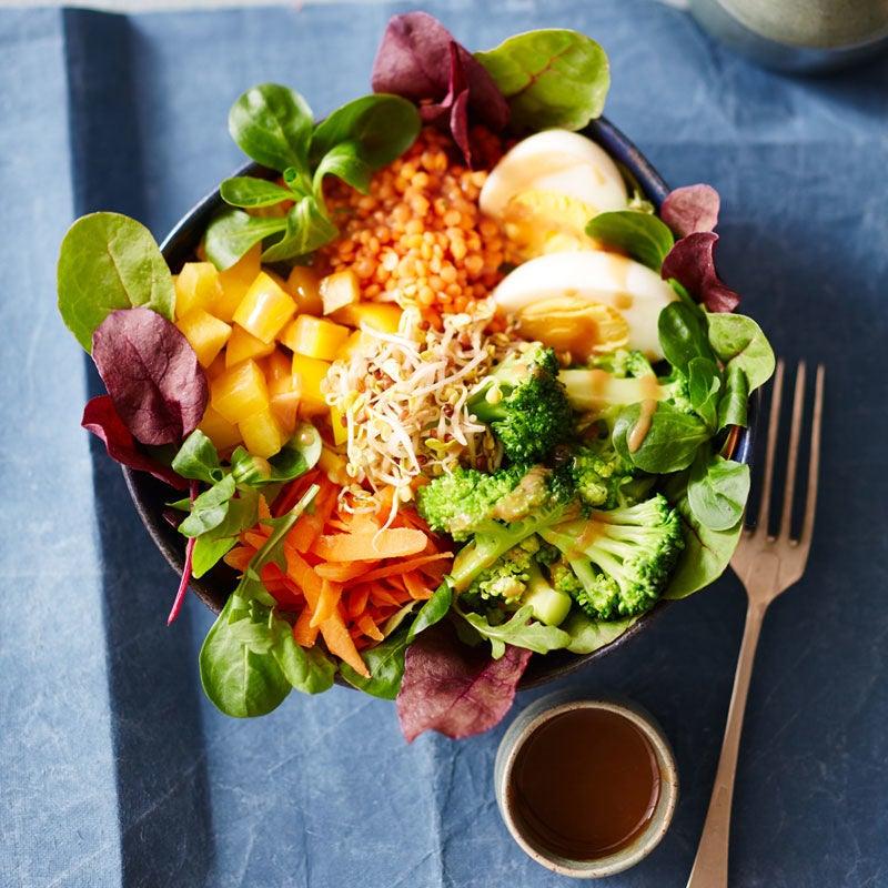 Foto Linsen-Gemüse-Bowl mit Ei von WW
