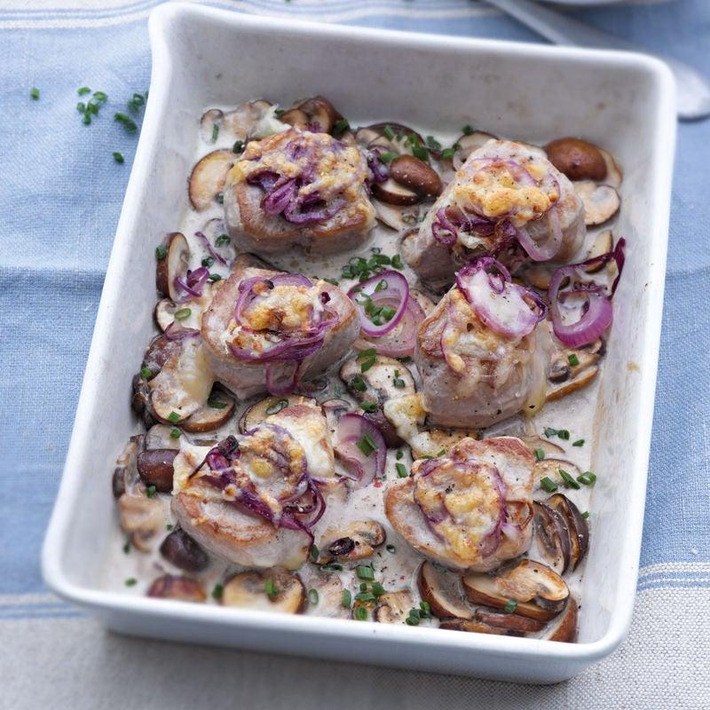 Foto Gratinierte Schweinemedaillons mit Zwiebel-Käse-Haube von WW