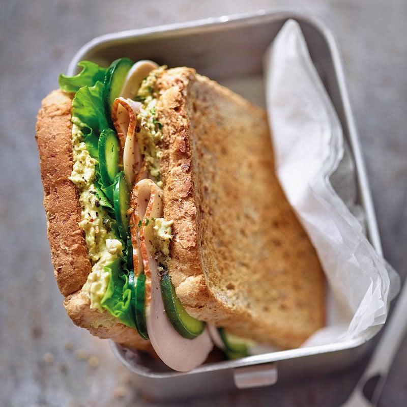 Foto Geflügelsandwich mit Curry-Linsen-Aufstrich von WW