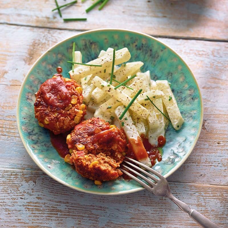 Foto Vegetarische Frikadellen mit Ketchup und Kohlrabisalat von WW