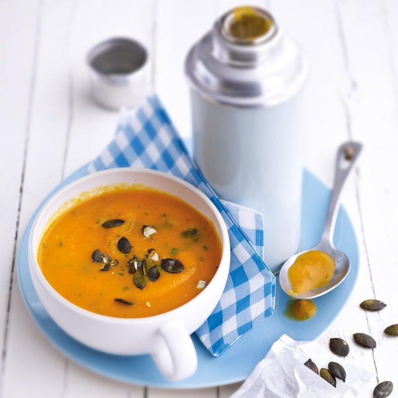 Foto Süßkartoffel-Karotten-Suppe mit Kürbiskerntopping von WW