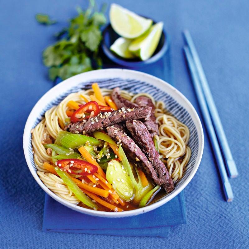 Foto Rindfleisch mit Gemüse und Asia-Nudeln von WW