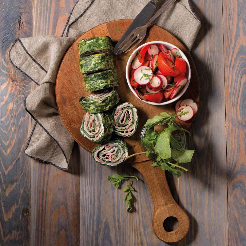 Foto Spinatrolle mit Kochschinken und Radieschen-Tomaten-Salat von WW