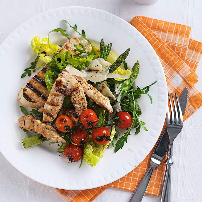 Foto Salat mit Hähnchenstreifen, Spargel und Parmesan von WW