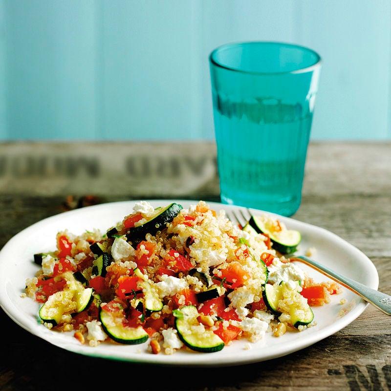Foto Salat mit Quinoa, Zucchini und Schafskäse von WW