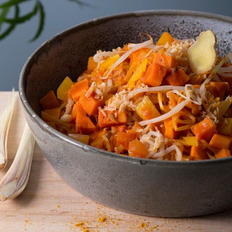 Foto Süßkartoffel-Zitronengras-Curry mit Orangen-Kokos-Topping von WW