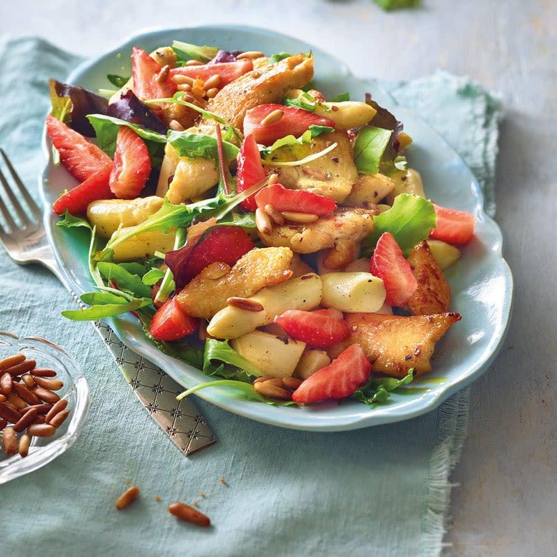 Foto Erdbeer-Spargel-Salat mit Hähnchenbrust von WW
