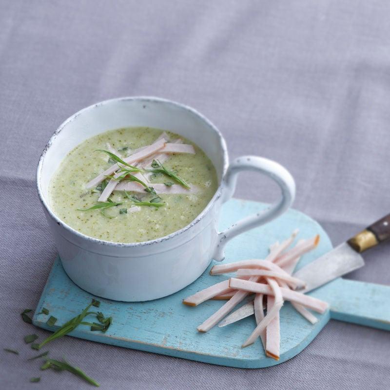Foto Cremige Broccolisuppe mit Geflügelbrust von WW