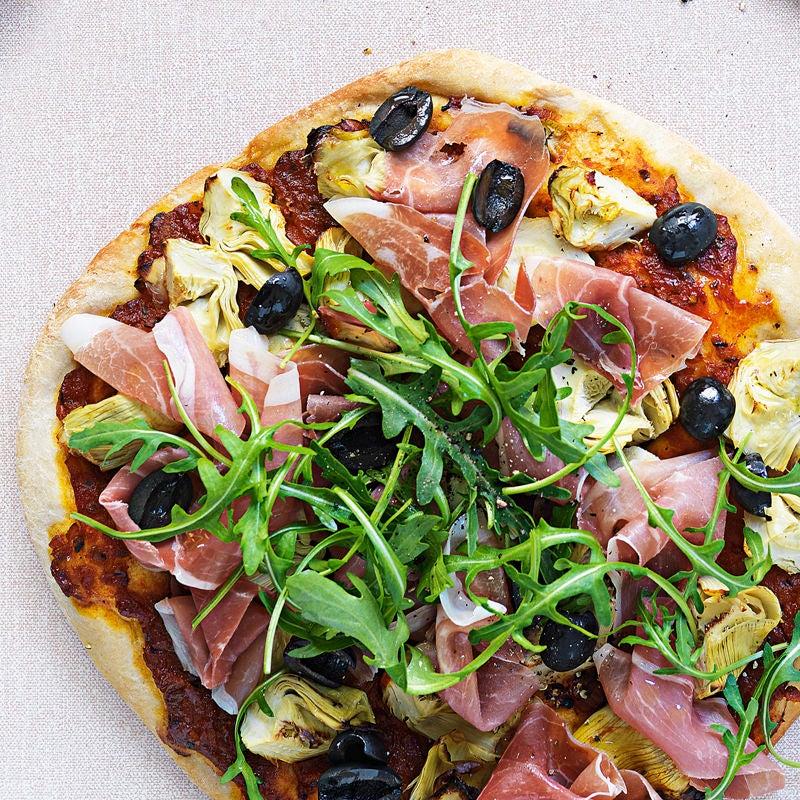 Foto Pizza mit Parmaschinken, Artischocke und Rucola von WW
