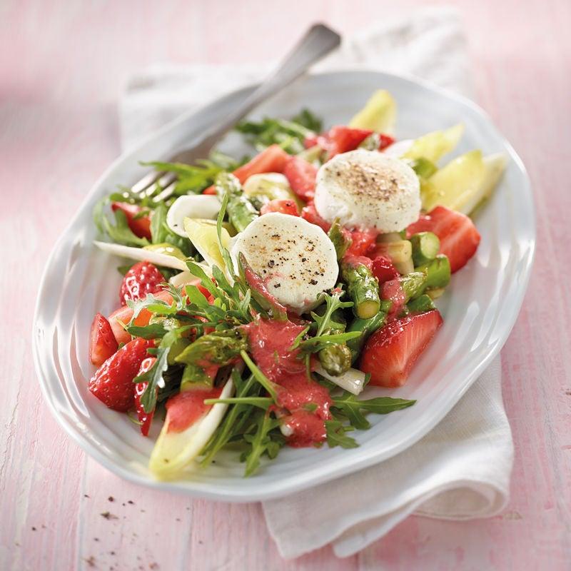 Foto Erdbeer-Spargel-Salat mit gebackenen Ziegenkäsetalern von WW