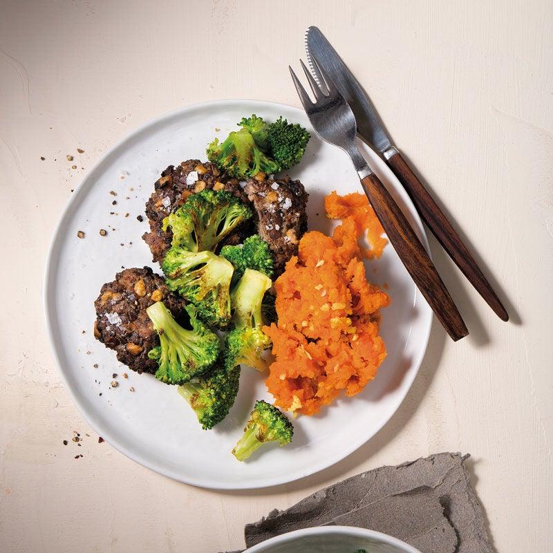 Foto Pilzfrikadellen mit Süßkartoffel-Ingwer-Stampf und Röstbroccoli von WW