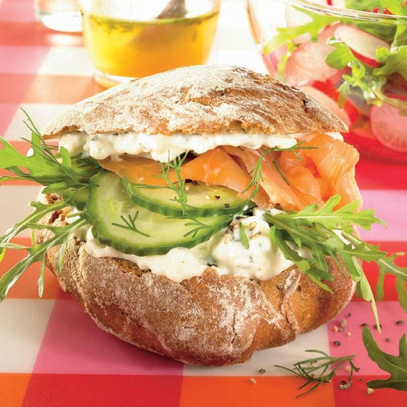 Foto Feta-Lachs-Burger mit Rucolasalat von WW