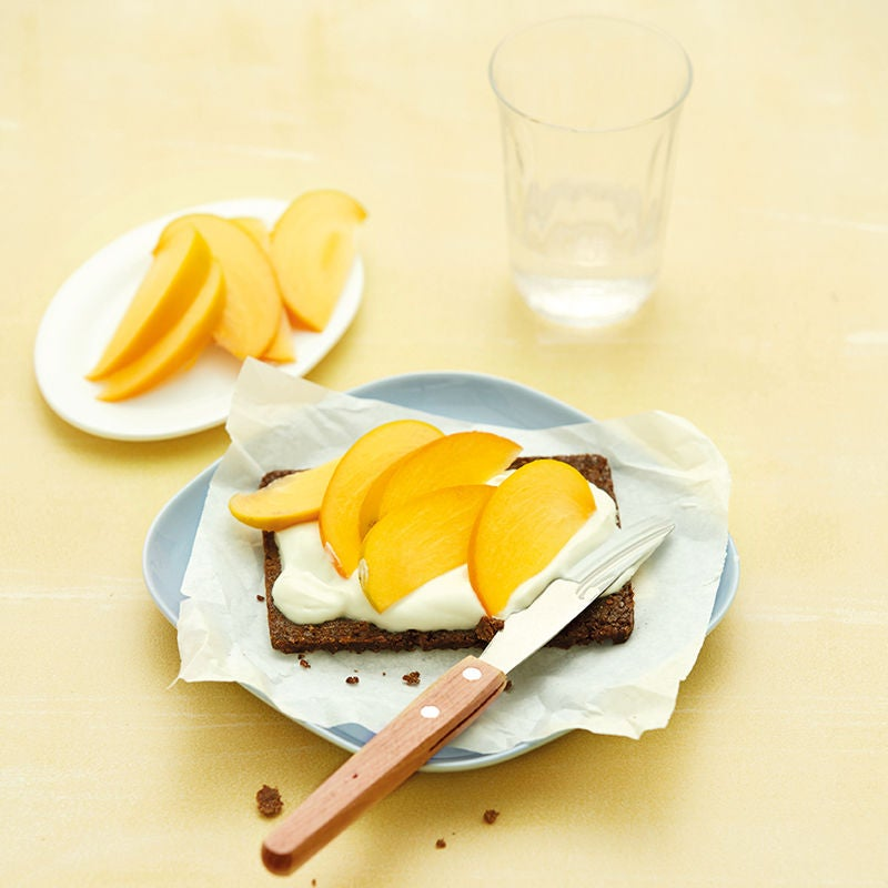 Foto Pumpernickel mit Honigjoghurt und Kaki von WW