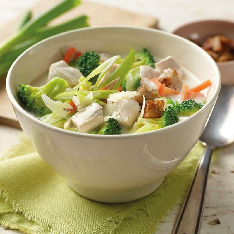 Foto Broccolisuppe mit Hähnchenwürfeln von WW